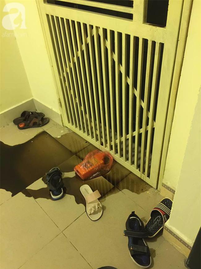 Hà Nội: Đứng ngồi không yên trước Tết Nguyên đán vì bị ném chất thải vào nhà - Ảnh 2.
