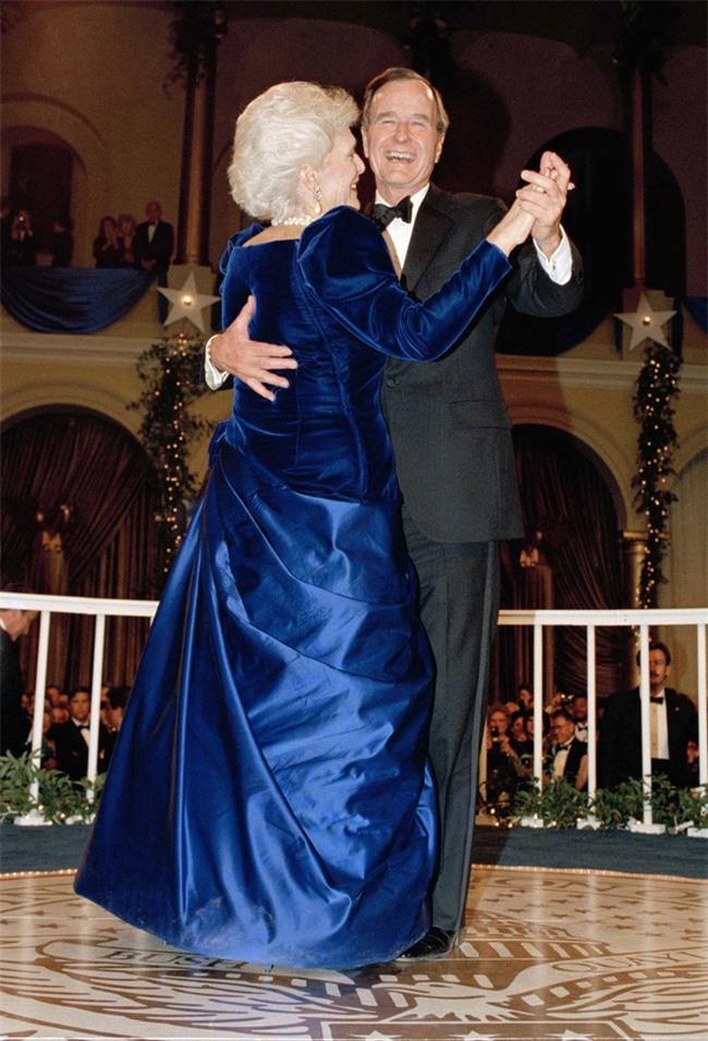 Các Đệ nhất phu nhân Mỹ xinh đẹp nhường nào trong dạ tiệc khiêu vũ mừng lễ nhậm chức của chồng? - Ảnh 5.