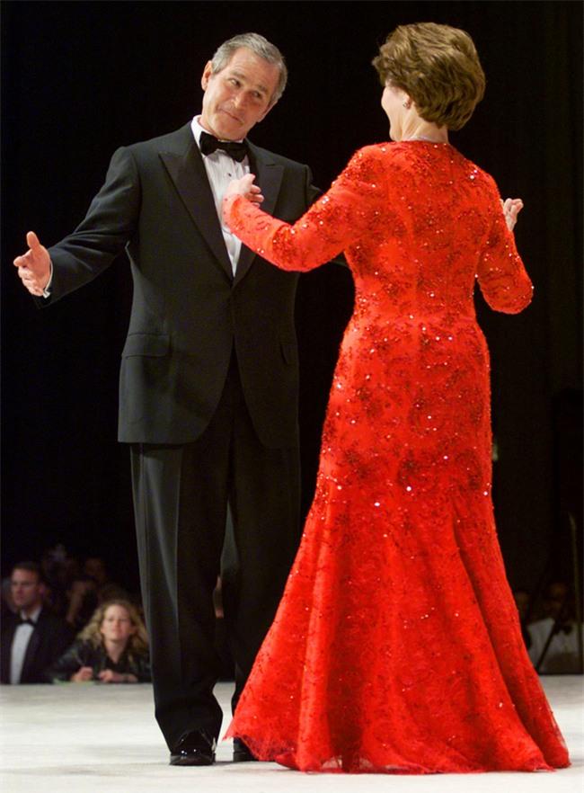 Các Đệ nhất phu nhân Mỹ xinh đẹp nhường nào trong dạ tiệc khiêu vũ mừng lễ nhậm chức của chồng? - Ảnh 11.