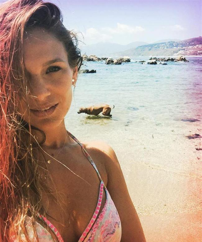 Alexis Sanchez thả thính nữ diễn viên xinh đẹp - Ảnh 3.