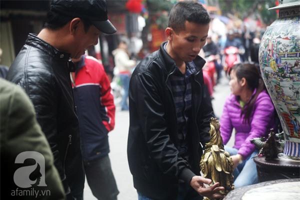 Hà Nội: Xuất hiện gà đồng cao hơn 1 mét nặng 30kg, giá 25 triệu đồng - Ảnh 13.