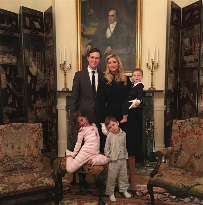 Con cháu Tổng thống Donald Trump khoe ảnh lần đầu tiên ở Nhà Trắng - Ảnh 5.