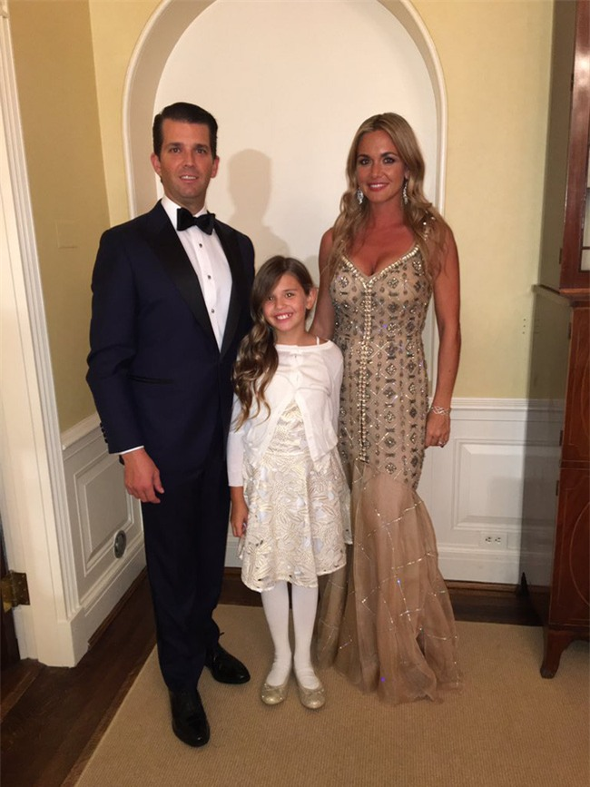 Con cháu Tổng thống Donald Trump khoe ảnh lần đầu tiên ở Nhà Trắng - Ảnh 9.
