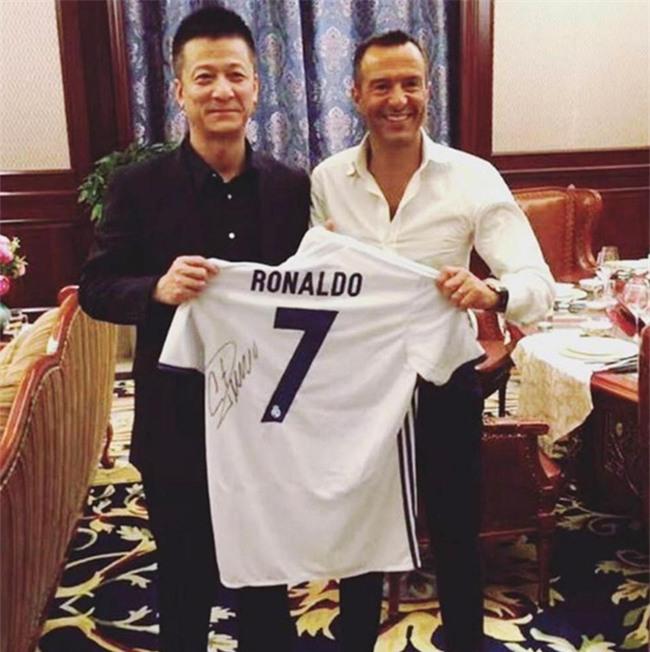 Ronaldo hí hửng khoe danh hiệu do fan Trung Quốc bầu chọn - Ảnh 2.