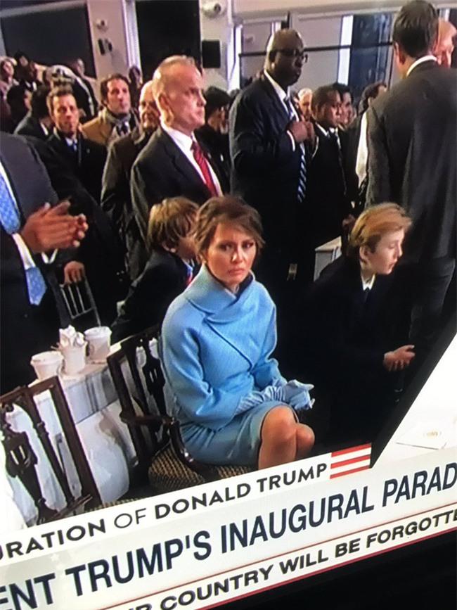 Nhiều người lo lắng khi nhìn thấy những hình ảnh này của Đệ nhất phu nhân Mỹ Melania Trump - Ảnh 4.