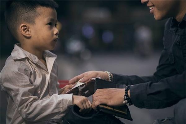 Sự thật bất ngờ về cậu bé đánh giày đang gây bão cộng đồng mạng - Ảnh 16.