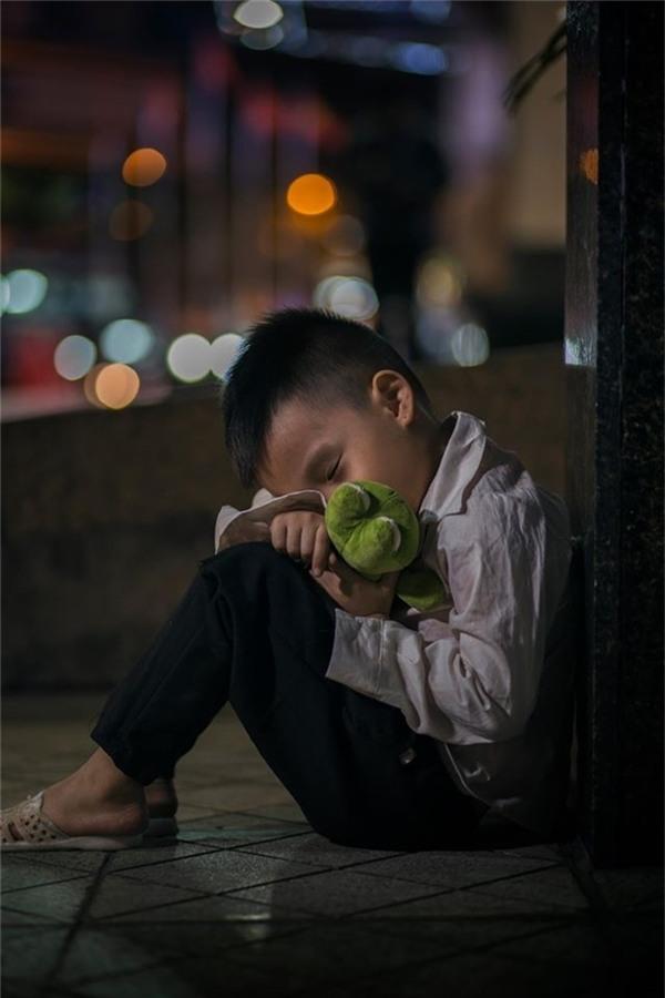 Sự thật bất ngờ về cậu bé đánh giày đang gây bão cộng đồng mạng - Ảnh 9.