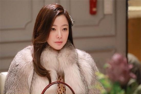 14 năm một tượng đài, Kim Hee Sun vẫn là nữ thần không tuổi của màn ảnh Hàn - Ảnh 1.