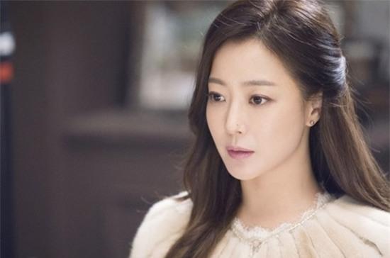 14 năm một tượng đài, Kim Hee Sun vẫn là nữ thần không tuổi của màn ảnh Hàn - Ảnh 2.