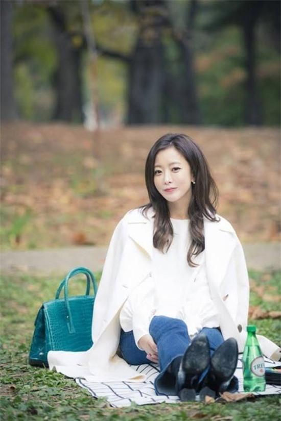 14 năm một tượng đài, Kim Hee Sun vẫn là nữ thần không tuổi của màn ảnh Hàn - Ảnh 3.