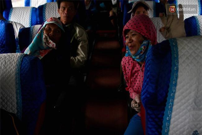 Chuyện đời, tình người trên chuyến xe 0 đồng đưa người nghèo mưu sinh ở Sài Gòn về quê ăn Tết - Ảnh 4.