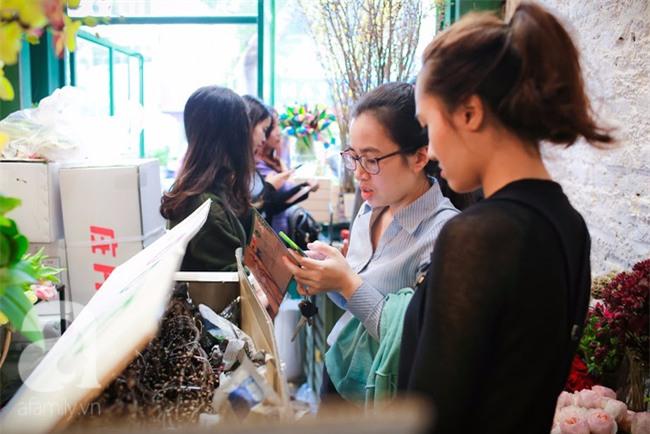 Hà Nội: Chi 72 triệu để mua hoa tươi nhập khẩu đủ tiêu chí độc và đẹp về chơi Tết - Ảnh 5.