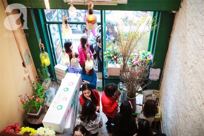 Hà Nội: Chi 72 triệu để mua hoa tươi nhập khẩu đủ tiêu chí độc và đẹp về chơi Tết - Ảnh 8.
