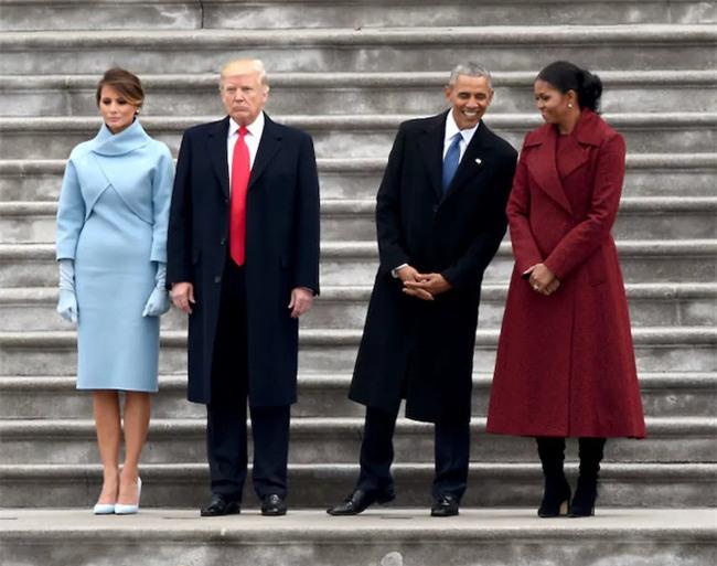 Không phải vợ chồng Tổng thống Trump không tình cảm, chỉ là do họ quá căng thẳng mà thôi - Ảnh 1.