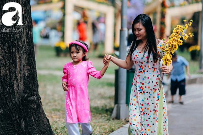 Trẻ em đón Tết khắp phố phường, công viên, và cả ga tàu... - Ảnh 10.