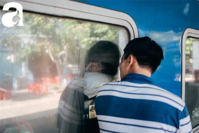 Trẻ em đón Tết khắp phố phường, công viên, và cả ga tàu... - Ảnh 14.