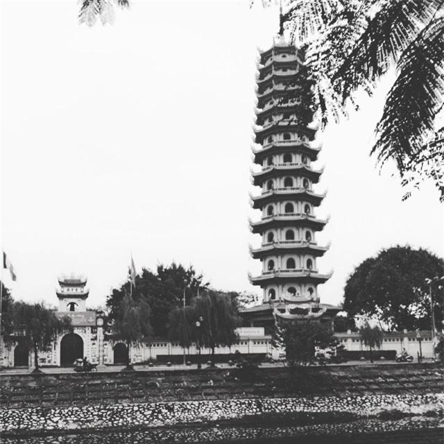 15 ngôi chùa linh thiêng nên đi lễ dịp đầu năm ở Hà Nội, Sài Gòn - Ảnh 4.