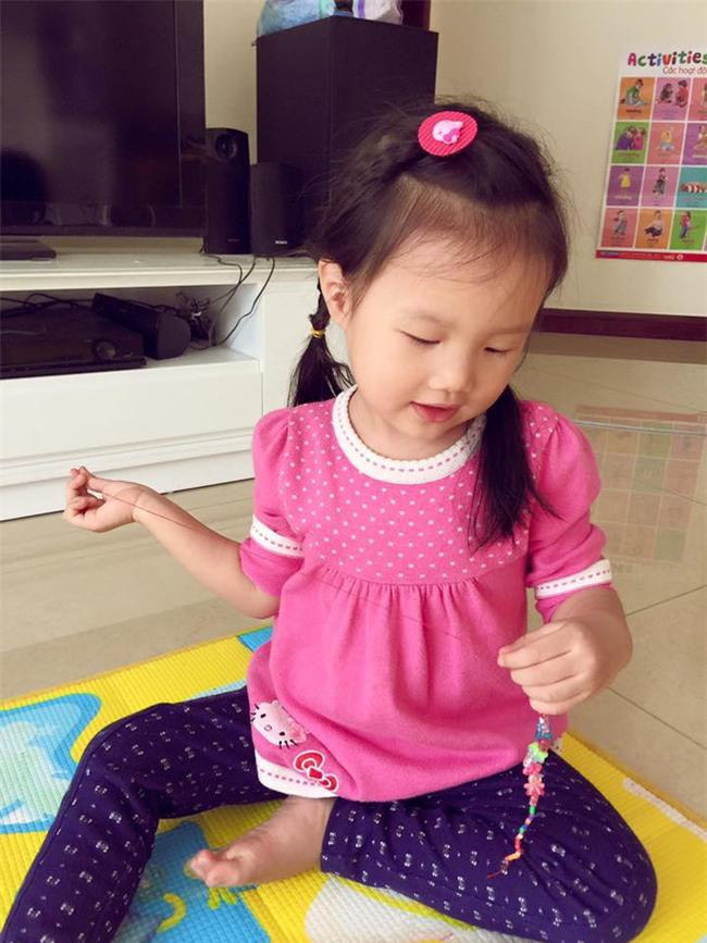 """Cô bé 3 tuổi khiến người lớn kinh ngạc khi nói """"Chúc mừng năm mới"""" bằng 11 thứ tiếng - Ảnh 10."""