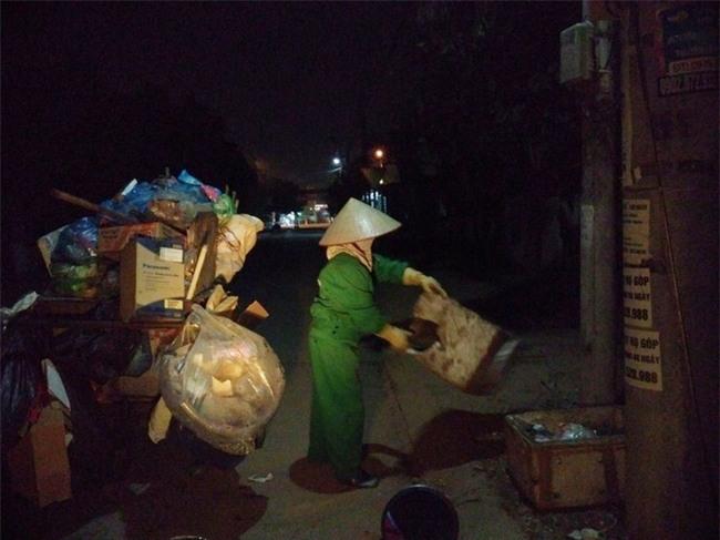 14 cái Tết không chồng, đón Giao thừa chỉ có bát cơm của người lao công dọn rác - Ảnh 1.