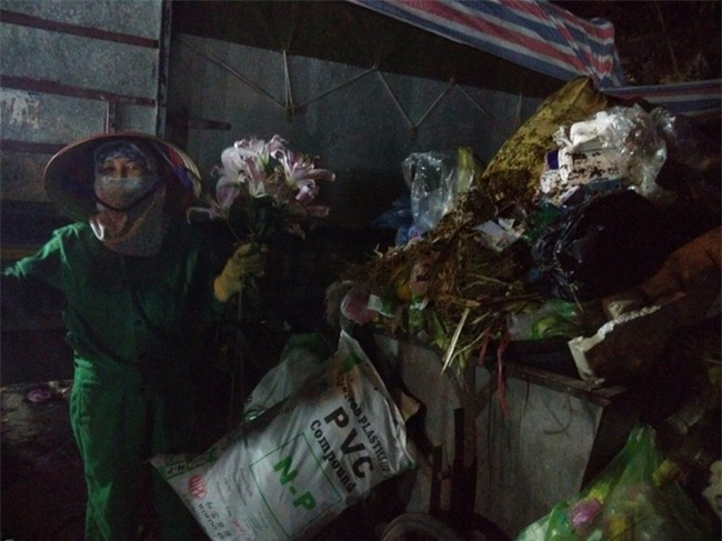 14 cái Tết không chồng, đón Giao thừa chỉ có bát cơm của người lao công dọn rác - Ảnh 2.