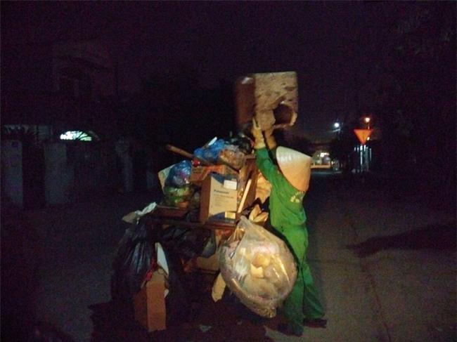 14 cái Tết không chồng, đón Giao thừa chỉ có bát cơm của người lao công dọn rác - Ảnh 3.
