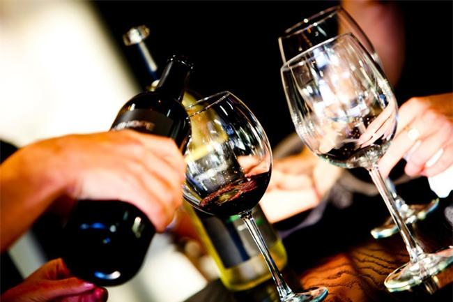 Không uống rượu mạnh vẫn nhập viện: BS cảnh báo 2 đồ uống gây hỏng gan nếu uống nhiều - Ảnh 2.