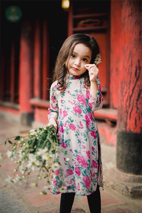 Khi các bé xúng xính trong tà áo dài ngày Tết, mẹ như thấy cả mùa xuân - Ảnh 14.