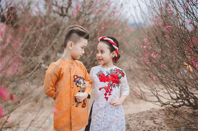 Khi các bé xúng xính trong tà áo dài ngày Tết, mẹ như thấy cả mùa xuân - Ảnh 25.