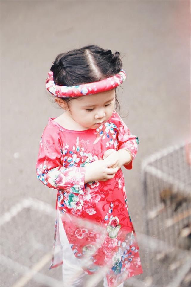 Khi các bé xúng xính trong tà áo dài ngày Tết, mẹ như thấy cả mùa xuân - Ảnh 4.