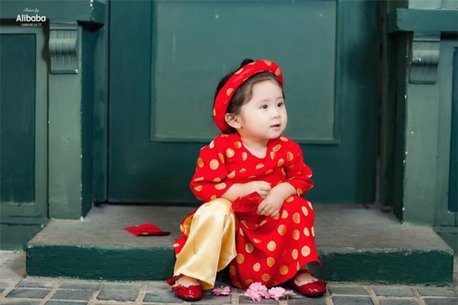 Khi các bé xúng xính trong tà áo dài ngày Tết, mẹ như thấy cả mùa xuân - Ảnh 8.