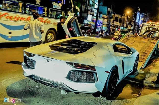 Dem sieu xe Lamborghini tu Da Nang vao Sai Gon do choi Tet hinh anh 3