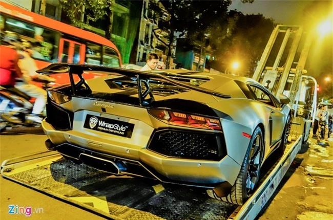 Dem sieu xe Lamborghini tu Da Nang vao Sai Gon do choi Tet hinh anh 4