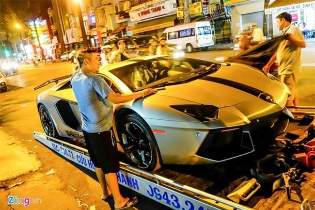 Dem sieu xe Lamborghini tu Da Nang vao Sai Gon do choi Tet hinh anh 7