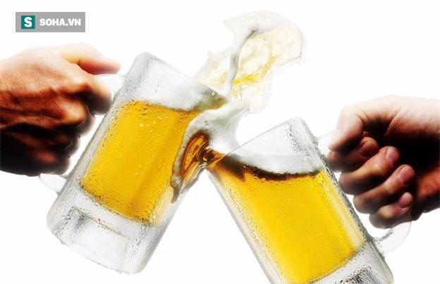 Không uống rượu mạnh vẫn nhập viện: BS cảnh báo 2 đồ uống gây hỏng gan nếu uống nhiều - Ảnh 1.