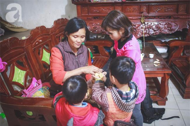 Cái Tết đầu tiên vắng chồng của người phụ nữ có 14 đứa con sống giữa Hà Nội - Ảnh 1.
