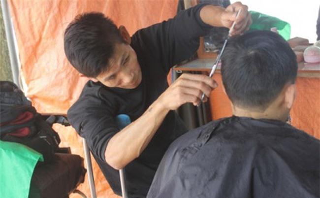 Ước mơ năm Đinh Dậu của người đàn ông chống nạng, cắt tóc nuôi con
