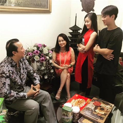 Hoài Lâm sang chúc Tết nhà bạn gái, rộ nghi án sắp tổ chức lễ kết hôn - Ảnh 1.
