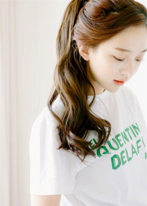 4 kiểu tóc đẹp duyên dành cho nàng tóc dài chán để tóc xoã - Ảnh 6.