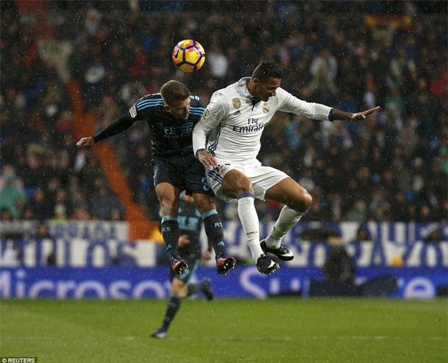 Ronaldo ghi bàn, Real cho Barca ngửi khói trong cuộc đua vô địch - Ảnh 3.
