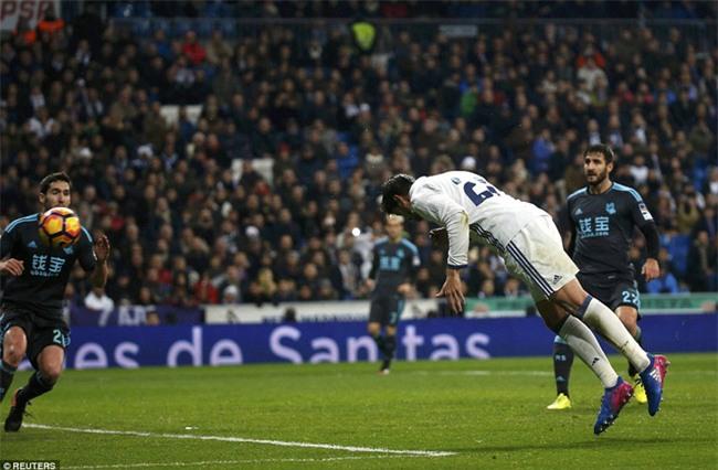 Ronaldo ghi bàn, Real cho Barca ngửi khói trong cuộc đua vô địch - Ảnh 12.