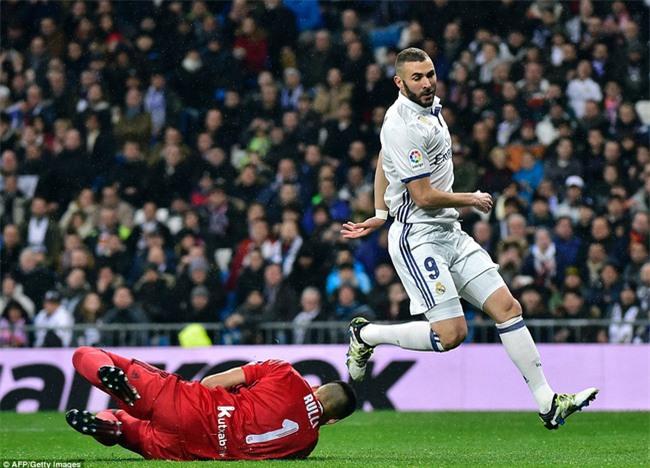 Ronaldo ghi bàn, Real cho Barca ngửi khói trong cuộc đua vô địch - Ảnh 4.