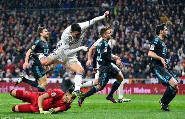 Ronaldo ghi bàn, Real cho Barca ngửi khói trong cuộc đua vô địch - Ảnh 6.