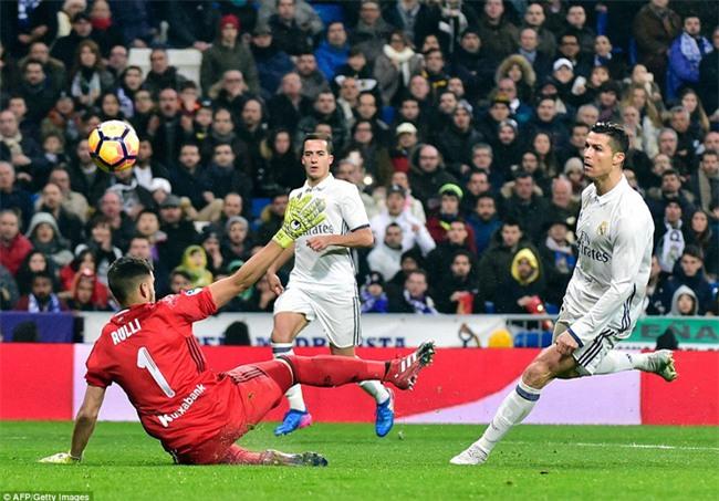 Ronaldo ghi bàn, Real cho Barca ngửi khói trong cuộc đua vô địch - Ảnh 8.