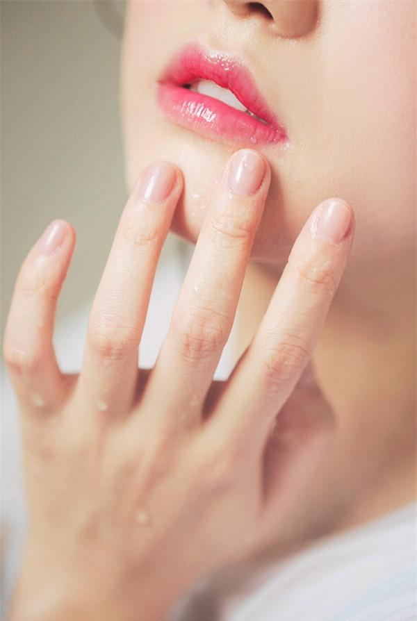 Lấy lại vẻ mịn màng cho làn da trong những ngày Tết ăn nhiều đồ nóng hay trang điểm cả ngày - Ảnh 8.