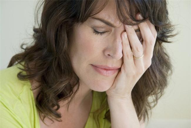 Cùng con dâu đi chúc Tết, tôi cứng họng chỉ biết ngượng ngùng cúi đầu xấu hổ - Ảnh 2.