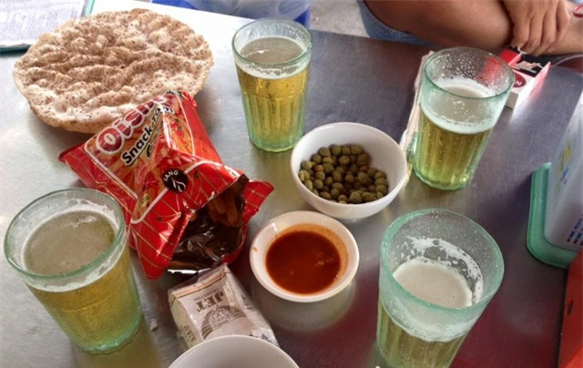 Bia rượu đang được xem là cách thể hiện tình cảm, tôn trọng của nhiều người Việt?