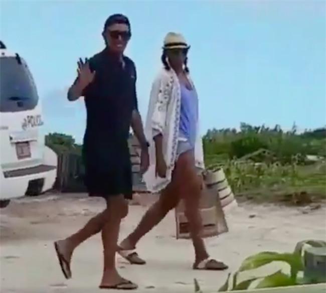 Obama mang dep xo ngon, doi mu luoi trai nguoc di nghi hinh anh 1