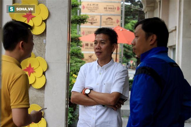 HLV Hữu Thắng hành động bất ngờ trong ngày U23 Việt Nam hội quân - Ảnh 2.