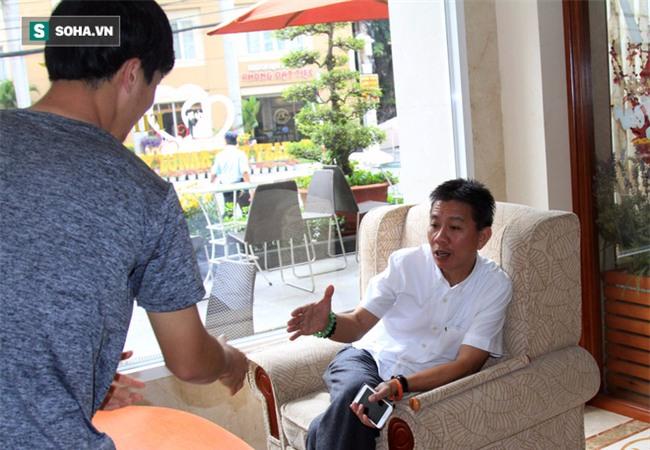 HLV Hữu Thắng hành động bất ngờ trong ngày U23 Việt Nam hội quân - Ảnh 5.