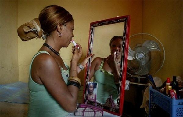 Cuộc sống bên trong ổ dịch HIV lớn nhất châu Phi - Ảnh 10.
